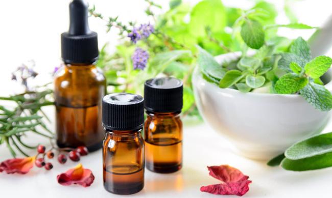 Отвары и масла из целебных трав, помогут избавиться от неприятного запаха изо рта