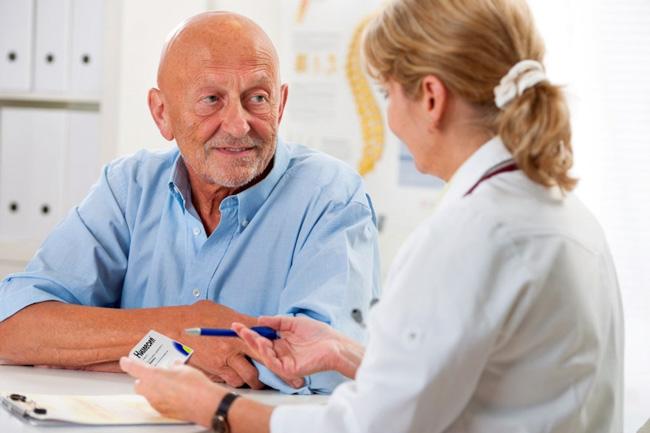 Люди пожилого возраста особенно чувствительны к неблагоприятным реакциям, которые может вызвать Нимесил, поэтому пациенты этой категории должны принимать препарат под наблюдением врача