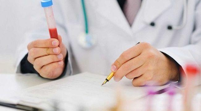 Повысить уровень гемоглобина можно медикаментозным способом и народными методами