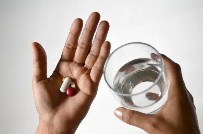 Ноотропил в капсулах принимается перорально до еды или во время приема пищи, при этом запивается водой или соком. Препарат применяется в различных дозировках в зависимости от состояния больного