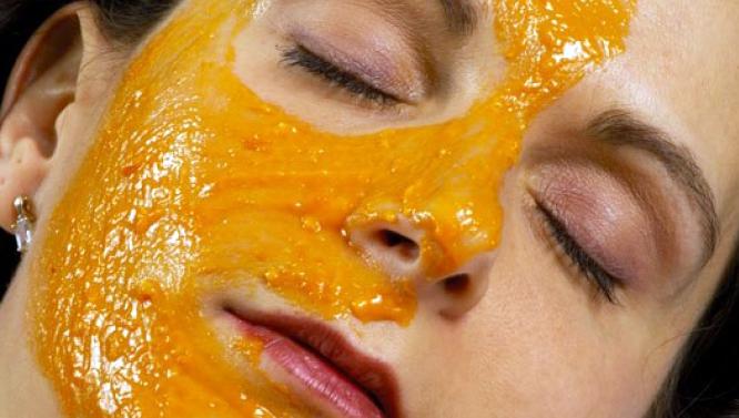 Полезные свойства издавна используют в косметологии, попробовать ее целебные свойства можете и вы сами у себя дома