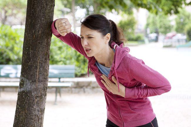 Сердечная недостаточность затрагивает легочный круг кровообращения, что приводит к появлению одышки