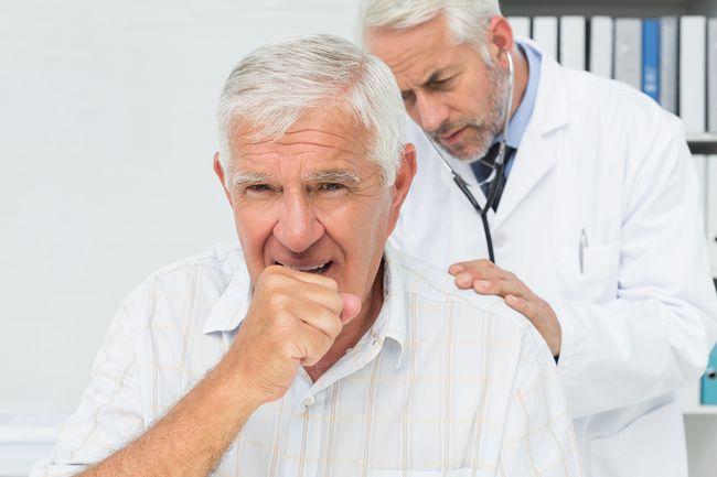 При появлении одышки необходимо обратиться к врачу, который сможет точно поставить диагноз