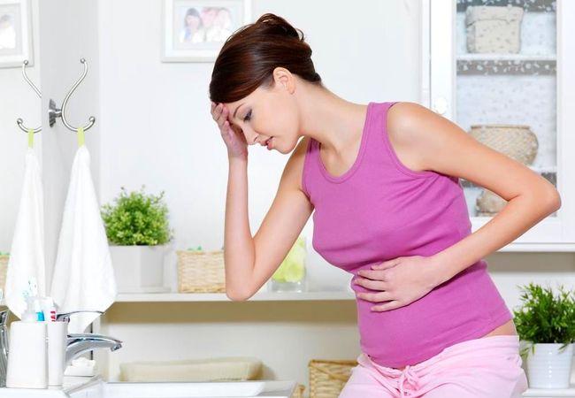 Для правильного лечения сердечной недостаточности необходимо проветривать помещение, регулярно принимать медикаменты и посещать врача
