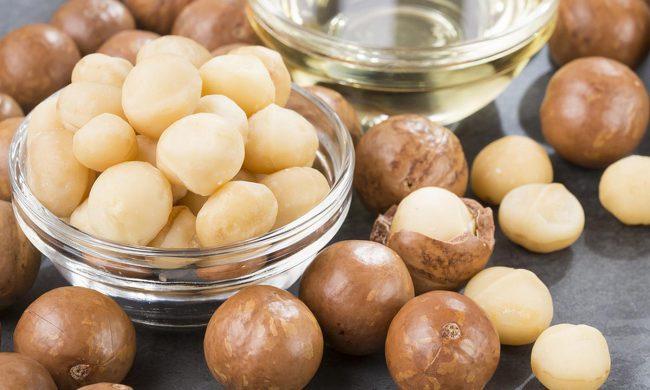 По составу масло макадамии очень похоже на масло, вырабатываемое из спермацета – вещества, добываемого из головы кашалота, и также содержащего сложные эфиры пальмитиновой кислоты