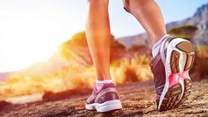 Именно физические нагрузки, даже длительные, способствуют адаптации ног к нагрузкам и в следствии чего избавляет от отеков даже после длительного рабочего дня.