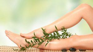 Использование натуральных компонентов положительно сказывается не только на решении проблемы с отеком ног, но и на самой коже ног.