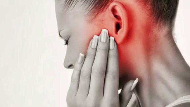 Отит у взрослых – заболевание, к которому нужно относиться со всей серьезностью, знать его симптомы, последствия и лечение