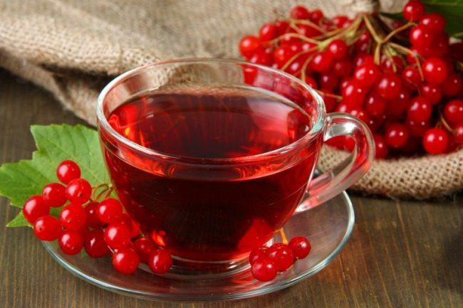 Плоды калины прокипятить на среднем огне, затем смешать с мёдом и употреблять по чайной ложечке в течение дня