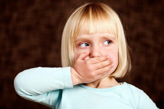 У детей, отрыжка тухлыми яйцами, возникает при нарушениях питания, либо при отравлениях несвежими продуктами