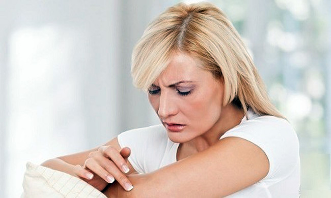 Отрубевидный лишай представляет собой хроническое поражение кожи грибкового происхождения