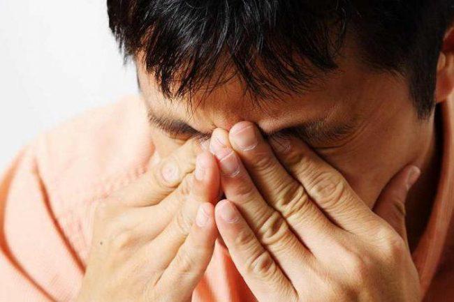 Глаз человека - очень чувствительный и хрупкий орган, поэтому лучше не заниматься самолечением