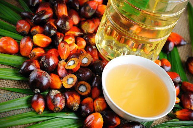 Пальмовое масло имеет красно-оранжевый цвет, богато пальмитиновой кислотой и каротиноидами; затвердевает при температуре ниже 33-39° С