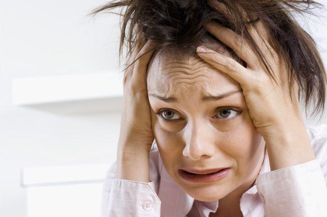 Одни из самых частых причин панических атак - стресс и тяжелые жизненные ситуации, травмирующие психику
