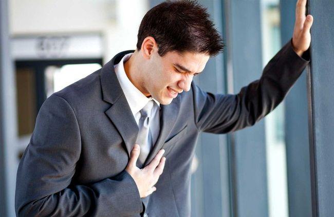 Слишком часто бьющееся сердце - один из симптомов панической атаки