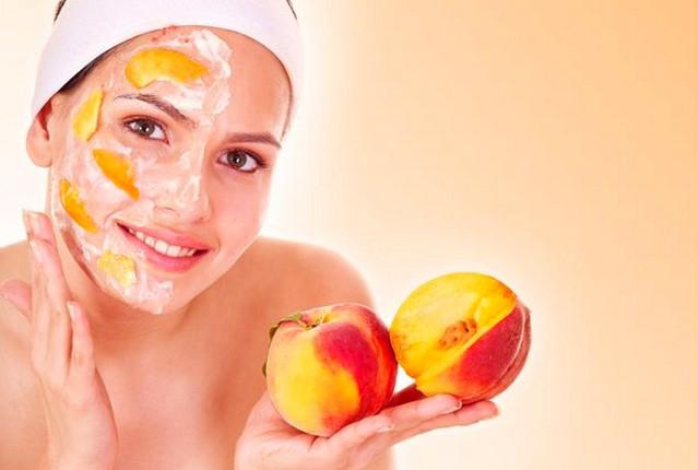 Персик часто включают в косметические средства по уходу за чувствительной кожей. Поэтому нет ничего лучше, чем свежеприготовленная в домашних условиях маска на основе этого плода