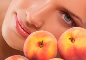 На основе персика можно сделать натуральную, полезную маску для абсолютно любого типа кожи