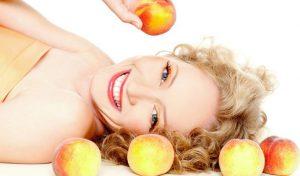 Благодаря широкому спектру полезных действий персикового масла, его можно использовать чуть ли не во всех косметических средствах для ухода за кожей лица и тела