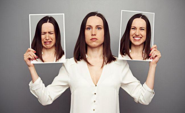 Настроение женщины во время ПМС может часто меняться