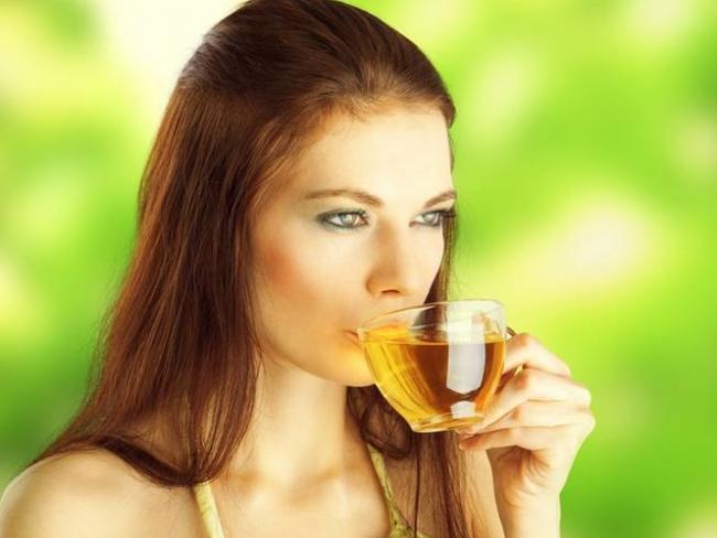 Зеленый чай активизирует физическую и умственную деятельность, повышает работоспособность, но в целом действует мягче, чем чистый кофеин