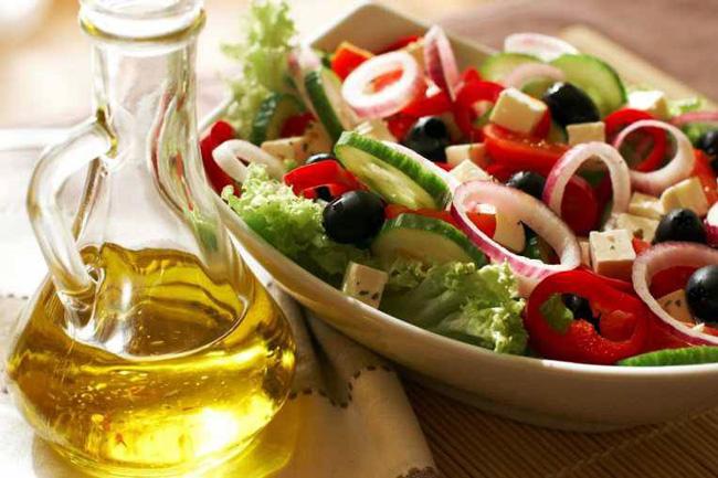 Средиземноморская диета и отказ от вредных привычек, помогут нормализовать уровень моноцитов в крови