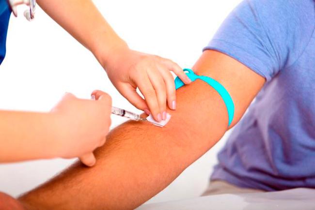 Кровь берут на анализ в утренние часы, натощак, это позволяет получить наиболее точные данные