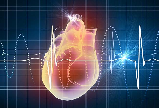 Одновременное повышение пульса и давления говорит о сильном напряжении организма и грозит опасными осложнениями, если не делать никаких действий по снижению