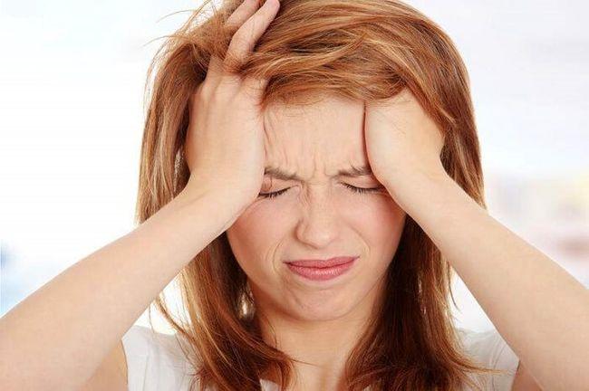 При гипертензии может сильно болеть голова