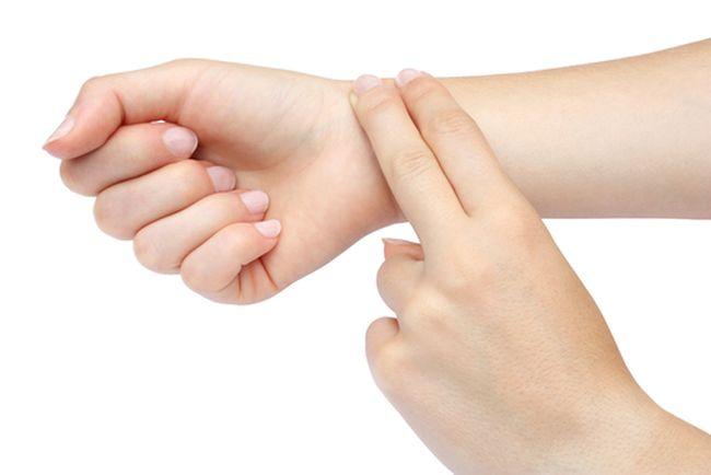 Высокое давление при пониженном пульсе может являться симптомом порока сердца