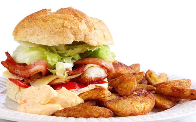 При правильном питании под запрет попадают жирные, высококалорийные продукты, кондитерские изделия, которые необходимо убрать или сильно ограничить