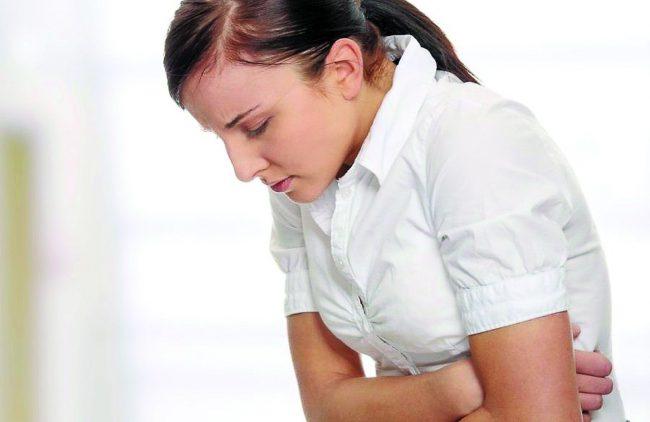 Основной жалобой считается колющая, сжимающая боль в сердце, которая локализуются в области соска, боль усиливаются во время вдоха, боль кратковременна (длится от 10-20 секунд до 2-5 мин), может повторяться несколько раз в суткиv