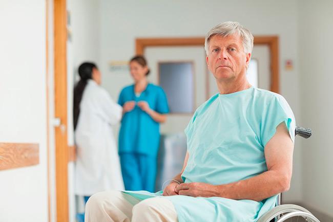 При использовании гормональной терапии происходит подавление активности гормона тестостерона, либо предотвращение его воздействия на ткани предстательной железы