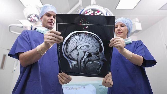 Рассеянный склероз является хроническим распространенным заболеванием, которое поражает спинной и головной мозг
