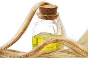 Рыжиковое масло станет прекрасной заменой магазинных косметических средств для роста и укрепления волос