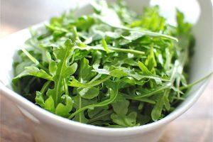 Руккола - не только вкусный ингредиент в кулинарных блюдах, но и полноценное лечебное средство народной медицины