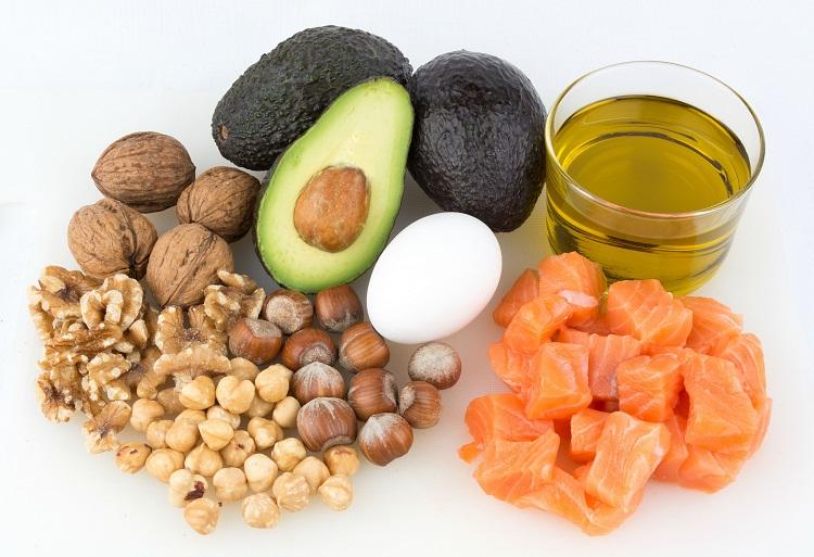 Семена чиа, несмотря на небольшой вес, имеет в своем составе огромное количество полезных для организма витаминов, кислот и микроэлементов. Особенно полезны они благодаря Омега-3 жирам, которые укрепляют наш иммунитет