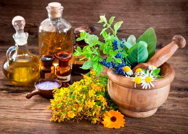 Лечение народными средствами должно входить в общую терапию вместе с приемом антибиотиков, пробиотиков, витаминов и бактериофагов