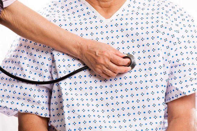 Экстренное лечение брадикардии наиболее целесообразно при нарушении общего состояния больного на фоне снижения сердцебиений менее 50 уд/мин