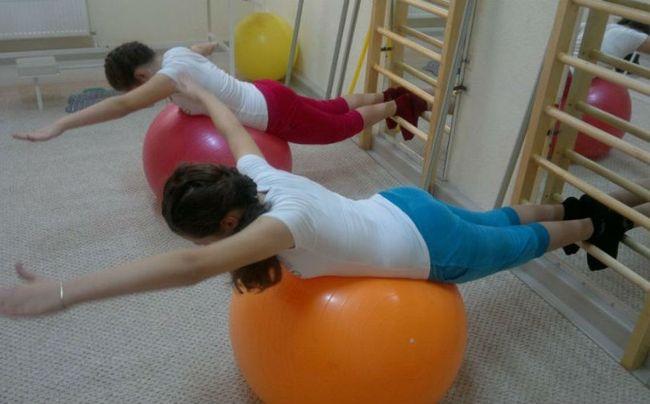 Лечебная гимнастика - один из методов лечения сколиоза