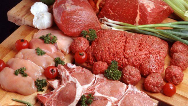 Куриное филе и говядина – основное мышечное топливо в рационе спортсменов. Говядина жирнее курицы, но в целом в мясе практически нет углеводов и низкое содержание жиров