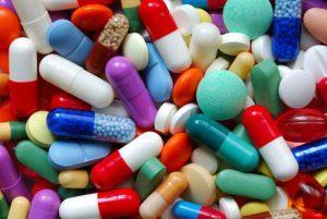 Для борьбы с подобными патологиями придумано уже массу лекарственных препаратов, но в зависимости от запущенности патологии могут назначаться не только лекарственные препараты, но и различные массажи, электрофорез и прочее