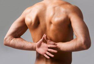 Причины боли в спине могут быть разные, а поставить диагноз сможет только ваш врач