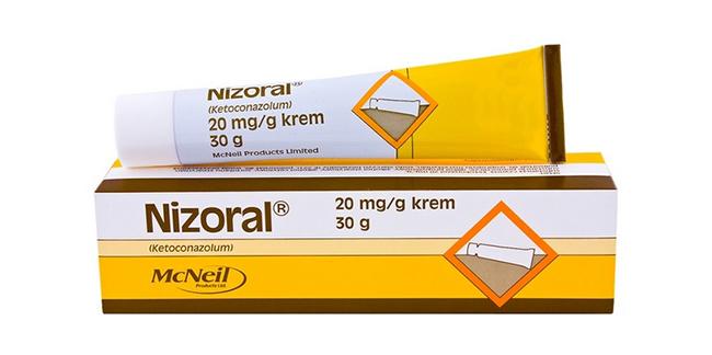 Низорал следует наносить на пораженные места 1-2 раза в день. В запущенных случаях рекомендуется делать компрессы на ночь, закрывая больной ноготь марлевой салфеткой и фиксируя пластырем