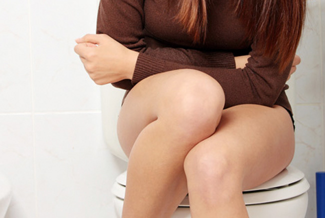 От применения свечей Пимафуцин, в редких случаях, могут возникнуть легкое жжение и раздражение, у беременных могут наблюдаться тошнота и расстройство стула
