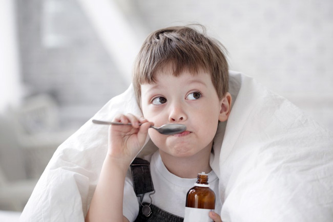 Для больных весом более 50 кг, суточная доза Супракса составляет 400 мг в 1 или 2 приема, при меньшем весе принимают 200 мг за один раз. Для детей дозировку назначает педиатр исходя из диагноза