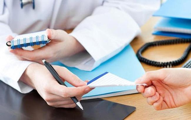 Феназепам имеет большое количество противопоказаний и побочных эффектов, поэтому отпускается только по рецепту врача