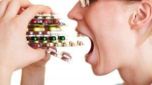 Жестких правил приема у таблеток нет, но рекомендуется принимать их после еды, запивая достаточным количеством воды