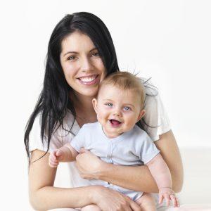 Каких-либо данных касательно влияния Амброксола на беременных и кормящих женщин не было, поэтому принимать его без консультации у врача - это очень высокий риск
