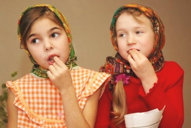 Детям и подросткам, врачи советуют обязательно включать в свой рацион тыквенные семечки