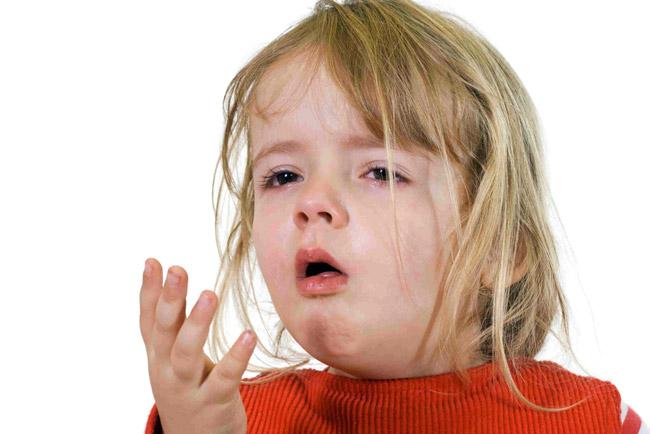 При трахеите у детей сухой кашель обычно сохраняется на протяжении 4 дней